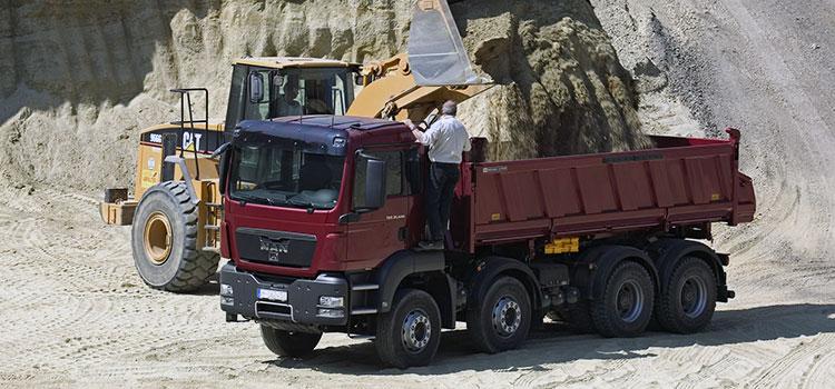 Аренда специальной техники и грузового автотранспорта: тягачи и самосвалы